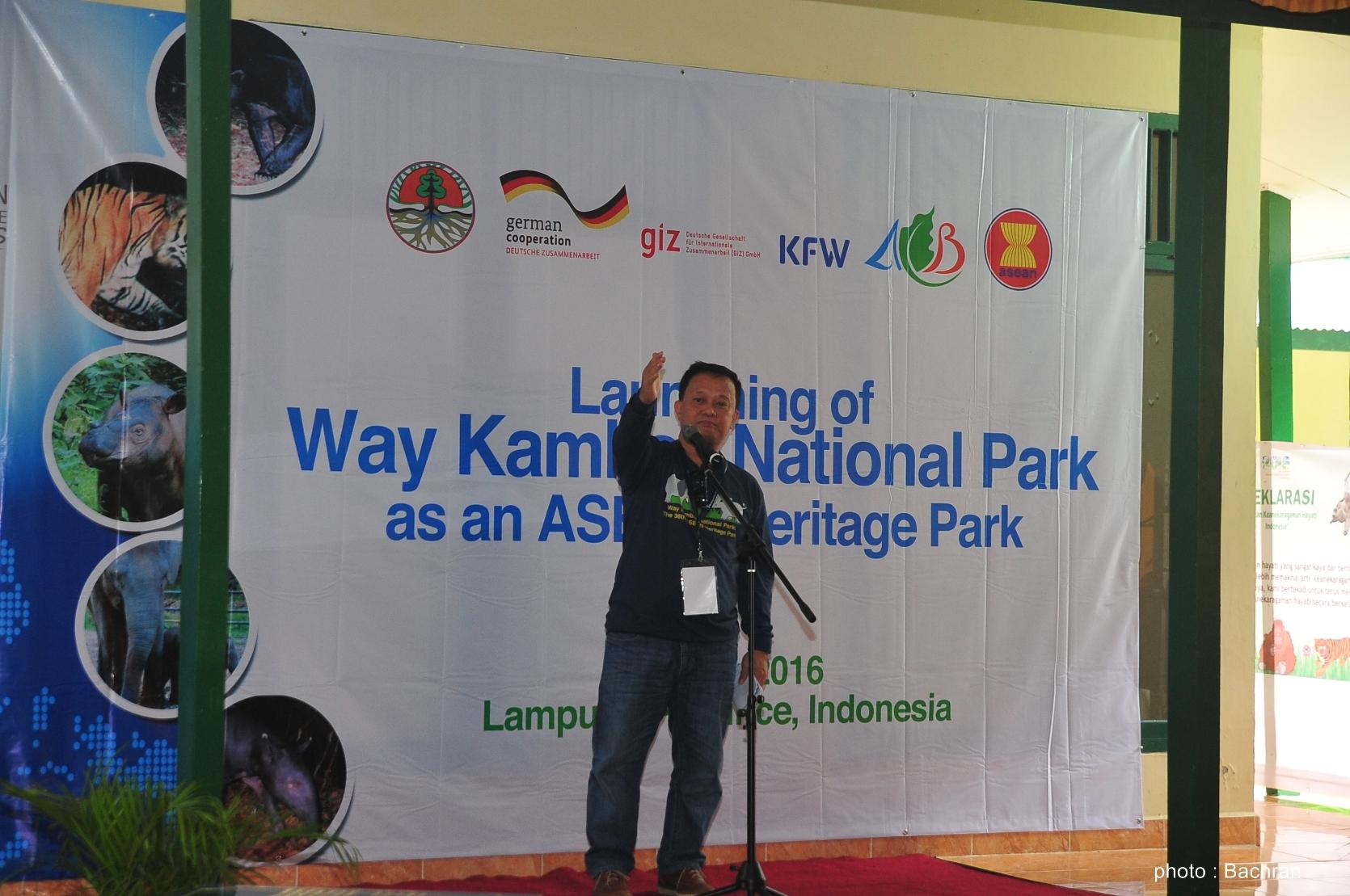 Direktur Eksekutif Pusat Keanekaragaman Hayati Asia Tenggara, Bapak Roberto V.Oliva