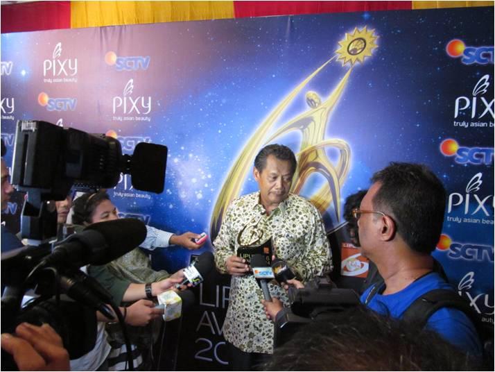 Selamat untuk Bapak Widodo Ramono dan Yayasan Badak Indonesia atas penghargaan Liputan 6 Awards kategori lingkungan hidup pada tanggal 22 Mei 2014 di Teater Tanah Airku, Taman Mini Indonesia Indah.
