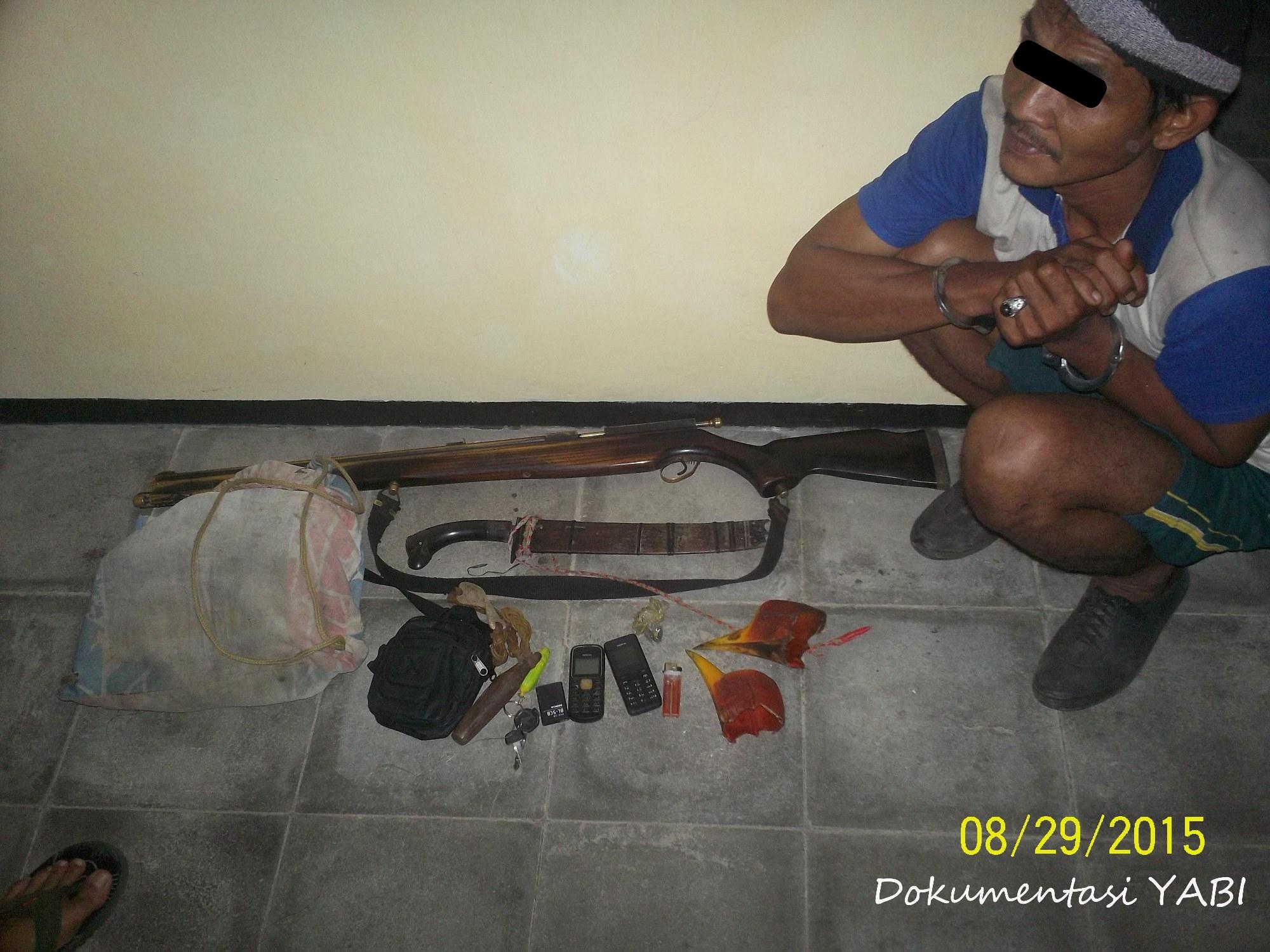 Pelaku dan Barang bukti pada saat pemeriksaan lokasi di kantor SPTN III Krui di Krui Pesisir Barat