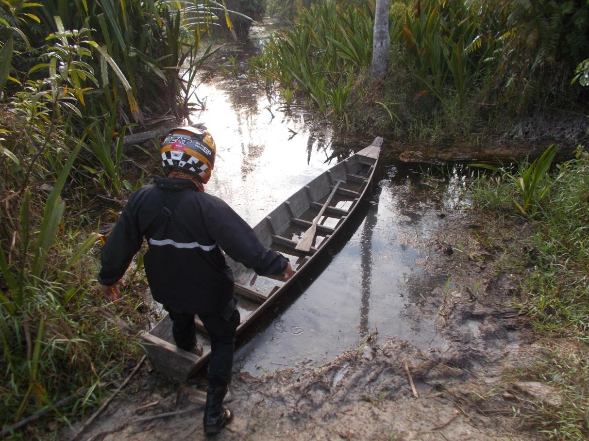 Pemusnahan perahu pelaku ilegal